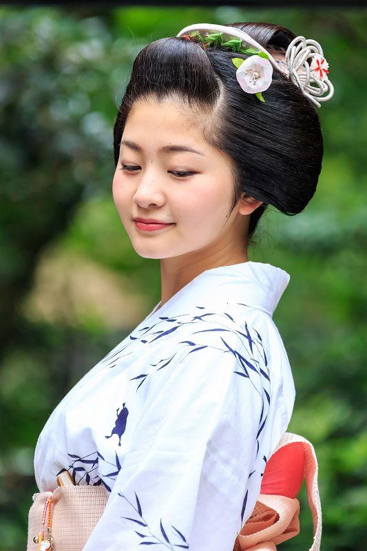 今日、7月25日は紗月さんの20歳の誕生日です。紗月さん、おめでとうございます!10代最後の記念に、と、祇園祭にちなんだ髪型「勝山」と浴衣姿での撮影をさせ...