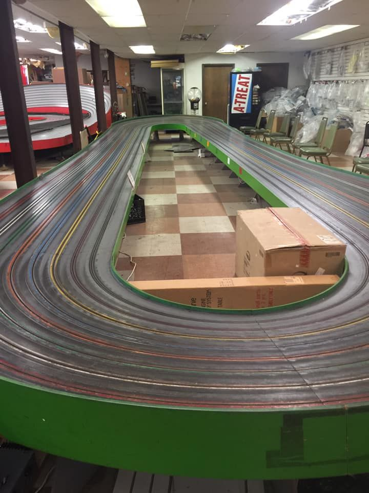 Trains And Lanes Easton Pa Oval In 2020 Slot Car Racing Car Model Slot Cars