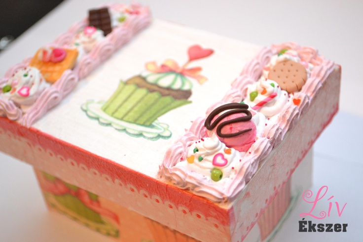 Decoden cupcake jewellery box with lots of sweets. By me. :)