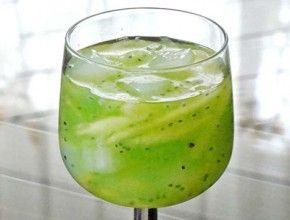 Resep Masakan: Es Melon Selasih | Melon yang manis, dipadukan dengan agar-agar dan nata de coco serta biji selasih, dapat dijadikan pilihan minuman segar untuk berbuka puasa.