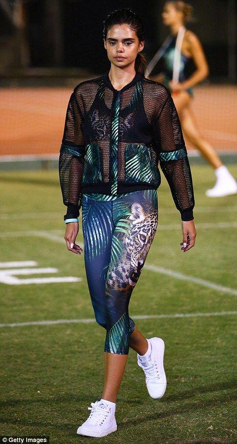 """Неделя моды звезда Саманта Харрис был одним из немногих """"традиционных"""" моделей в шоу..."""