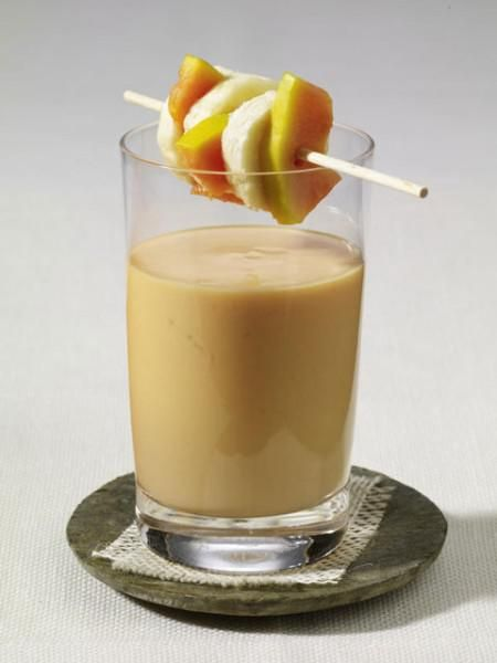 <p/><h2>Papaya-Smoothies</h2><p><b>Zutaten für 1 Person:</b></p><p>1/4 Banane</p><p>50 g Papaya</p><p>150 g Magermilch-Joghurt</p><p>5 EL Milch</p><p>1 EL Zucker</p><p>1 Prise Salz</p><p>1 Schaschlikspieß</p><p/><p><b>Zubereitung: </b></p><p>1. Banane und