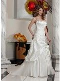 2014, detailed and exquisite wedding dress is popular in Europe and America the main elements of the season. Dreamy stitching Bra waist deep V straps with a long tail, graceful arc of oblique sexy collarbone and chest off tiny flower decoration, etc., every detail presents the most refined and elegant hand and creativity. Prospective brides, this dress is your sexy essential weapon.