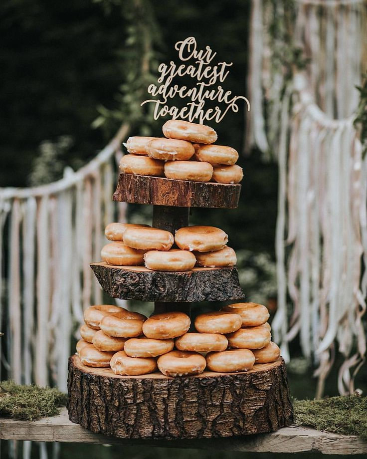 "1,616 Me gusta, 47 comentarios - Rock My Wedding (@rockmywedding) en Instagram: ""Because every great adventure should involve donuts 🍩💕😂 @krispykremeuk Image by @lolarosephotos…"""