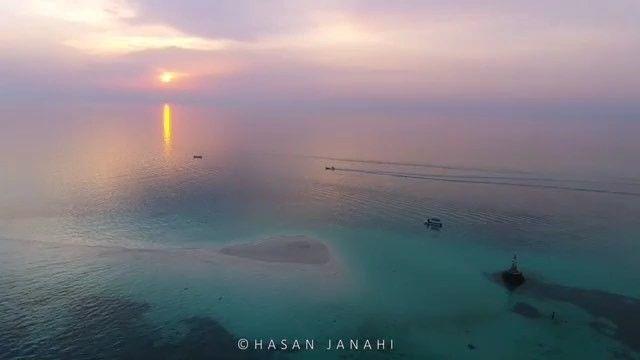 Dronebahrain قطعة جرادة تقع شرق البحرين وتعتبر من أجمل المناطق في البحرين وسبب كون هذه الجزيرة مظهرها جميل ورملها Instagram Natural Landmarks Instagram Video