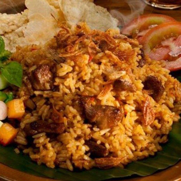 Salah satu hidangan panas dari Festival Jajanan Bango 2013 adalah Nasi Goreng Kambing Kebon Sirih. Tempat usaha yang didirikan oleh H. Nein pada tahun 1998 ini, mampu menjadi nasi goreng favorit warga
