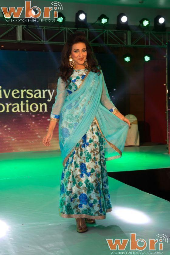 Tollywood Bengali film and fashion icon Rituparna Sengupta turned showstopper at a fashion show to mark the third anniversary of a gym in Salt Lake, Kolkata: http://www.washingtonbanglaradio.com/content/125063115-rituparna-sengupta-and-swastika-mukherjee-turn-showstoppers-gold-gyms-anniversary-#ixzz3vh7UQYR2  Via Washington Bangla Radio®  Follow us: @tollywood_CCU on Twitter  #rituparnasengupta #gym #fitness