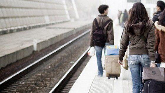 Secondo il rapporto Migrantes l'anno scorso si sono trasferiti all'estero oltre 100mila connazionali. L'incremento di emigranti è del 3,7