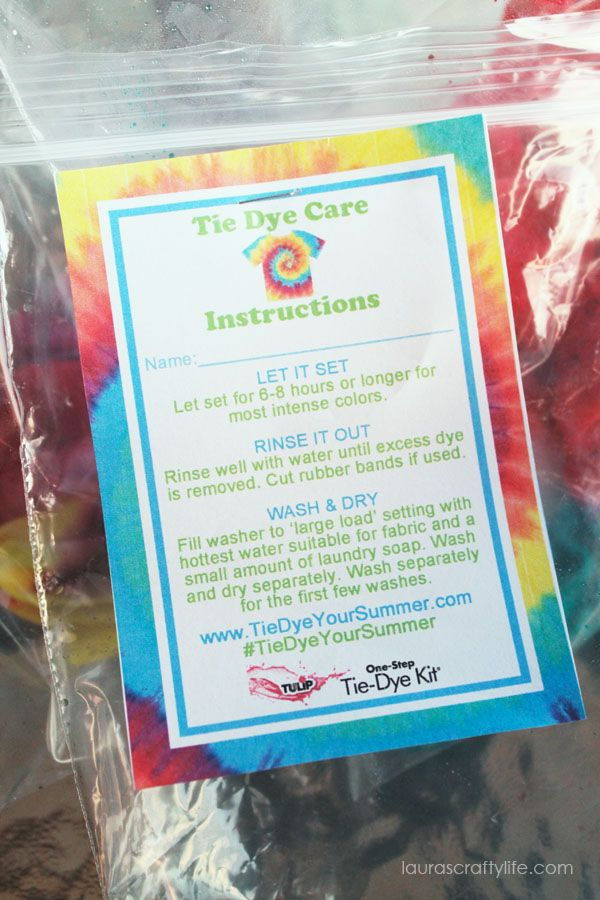 Staple instructions for washing tie dye to plastic bag when hosting a tie dye party - perfect for summer
