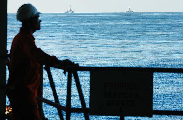 RIO DE JANEIRO, RJ, 21.04.2006: PETROBRAS-RIO - Campo petrolífero de Albacora Leste, na Bacia de Campos no Rio de Janeiro. Plataforma de Petróleo P-50, auto suficiência da Petrobras. (Foto: Leo Pinheiro/Valor/Folhapress)LEGENDA DO JORNALPlataforma de petróleo P50 da Petrobras no campo de Albacora Leste, bacia de Campos