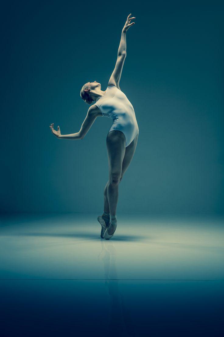 Lydia Holt, Elmhurst Ballet School Grad. Credit: Johan Persson www.perssonphotography.com