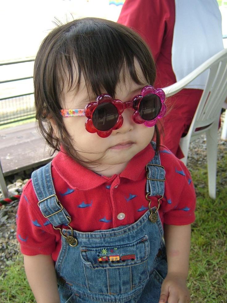 Celebrities wearing Glasses - Pinterest