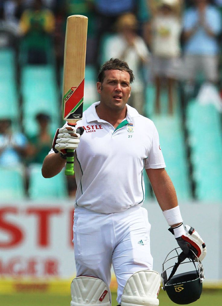 Jacques Kallis raises the bat after reaching his fifty, South Africa v India, 2nd Test, Durban, 3rd day, December 28, 2013 ©Associated Press