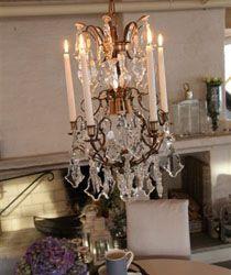 Barokk krone m/løvprismer H 60 x B 40 Messing/antikk/fortinnet.  Draperiet på Høvik i Bærum forhandler lysekroner fra CKL Interiør. Kronene er 100% svenskproduserte, håndlagde og kan skreddersys etter ditt behov.