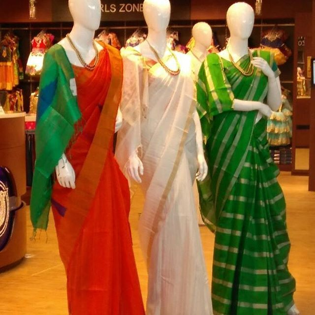 Happy Independence Day - #india ! #womenwakeup  n #rulethisland .. men r fighting too much. We need more #beauty #color n #love ☮️💒