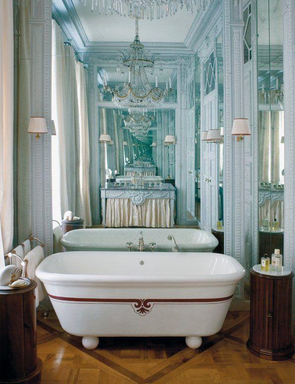 Des miroirs pour un effet d'infini dans la salle de bain // Mirrors in the bathroom