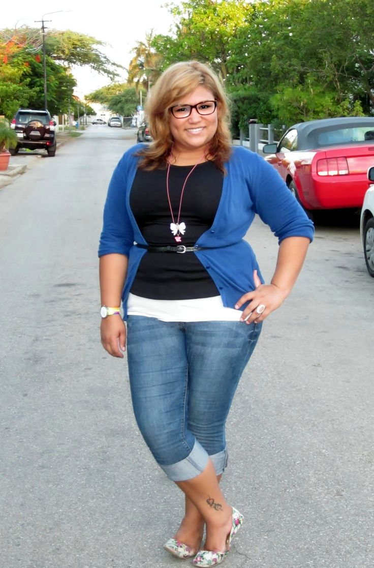 Super cute. plus size spring outfit (jeans, royal blue cardigan, black tee)