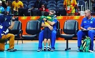 Brazilian coach hugs the little fan  #rio #volleyball #rio2016 #China #olympics #brazil #winning #crying #makeithappen #countdown #roadtorio #wirhabeneinziel #timebrasil #brasil #football #brasilfootball #rionews #coach #express #sportsnews #instanews #instasports #tbt #like #follow #2016olympics #competition #schedule #hugs #espanol