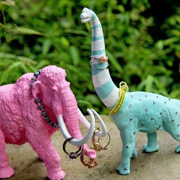 Upcycling plastic animals: DIY Pretty Prehistoric Ring Holders