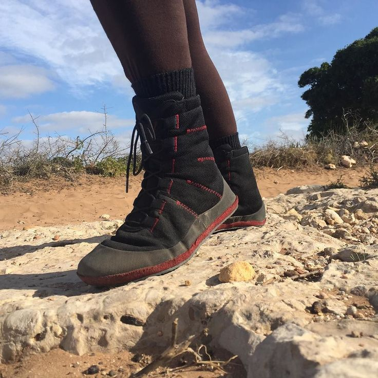 Having fun in the moroccian desert with my barefoot shoes #vegan boots #veganboots #avesuveganshoes #barefootshoes #avesu #morocco #solerunner #sahara #outdoor #veganlifestyle