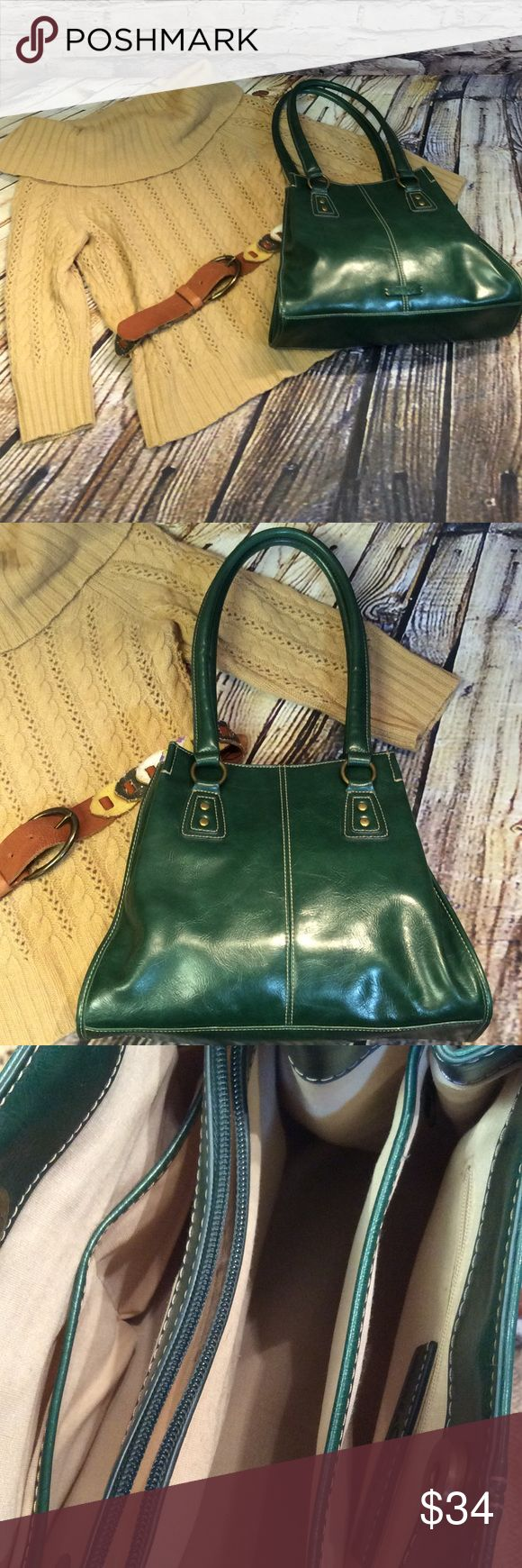 """NINE & CO DEEP GREEN SHOULDER BAG This is a beautiful, sturdy well kept BAG with lots of interior pockets to keeps you organized. Made of a high quality PV and very lightly used condition. Perfect fall and winter BAG to meet all your needs. Approximately 13x10x3.5 with a 10"""" strap drop Nine & Co Bags Shoulder Bags"""