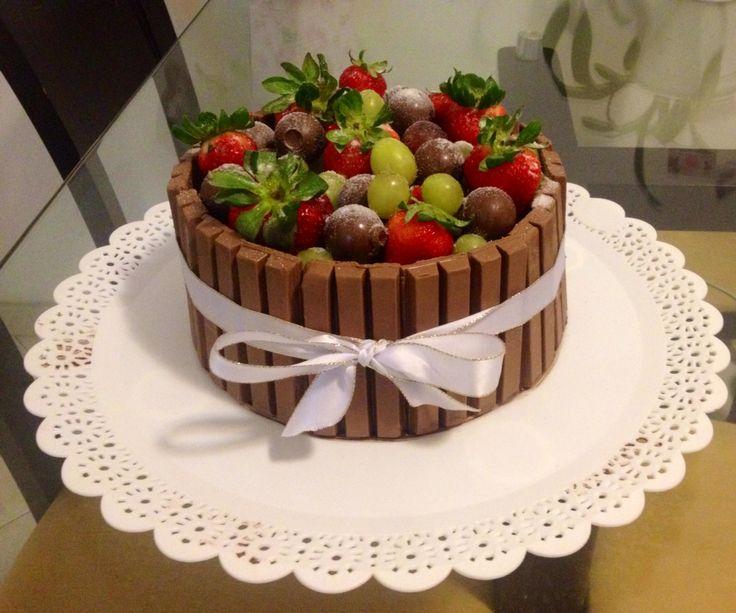 Kit Kat Chocolate Strawberry Cake