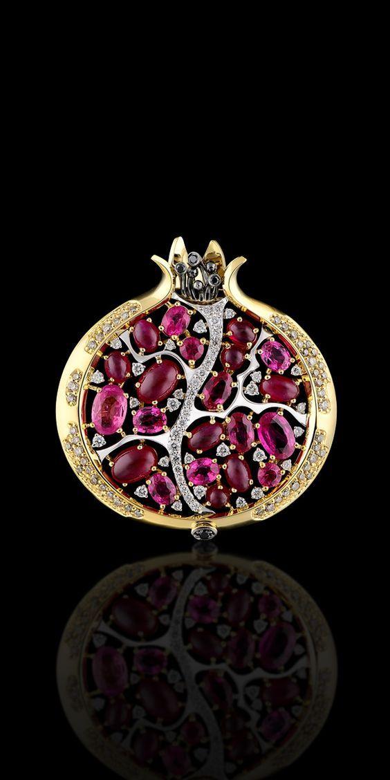 Master Exclusive - Fruits and berries // Желтое и белое золото 750, бриллианты, чёрные бриллианты, бриллианты цвета шампань, рубины.: