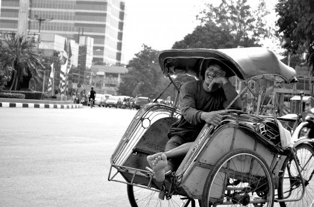 :) karya Teguh Setio pemenang PictFest 2011 di Semarang.