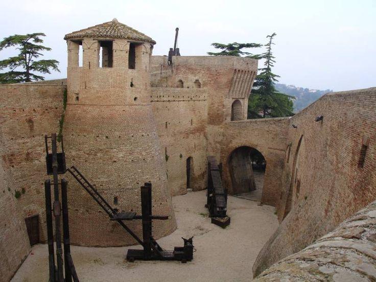 """unoggetto: """" Rocca di Mondavio """""""