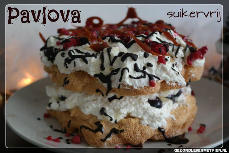 Een pavlova is tamelijk eenvoudig te maken, maar oogt direct bijzonder feestelijk. Extra leuk als het een koolhydraatarme pavlova is, voor een gezond toetje