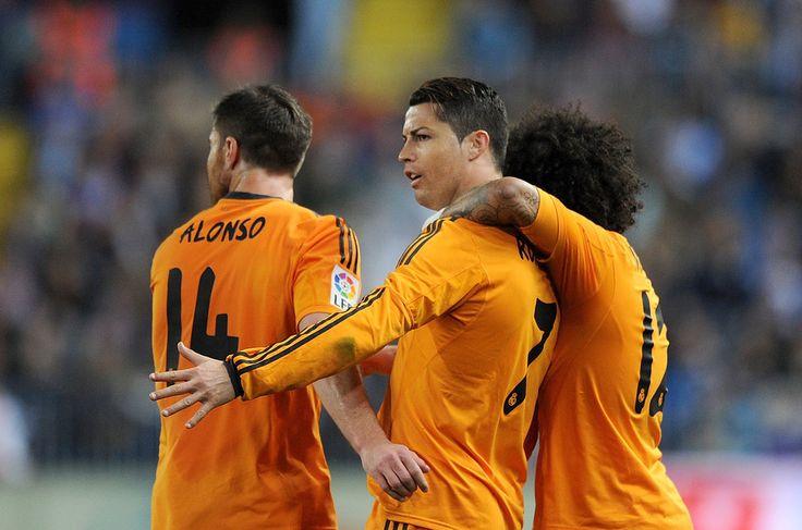 Xabi Alonso Photos: Malaga v Real Madrid - La Liga