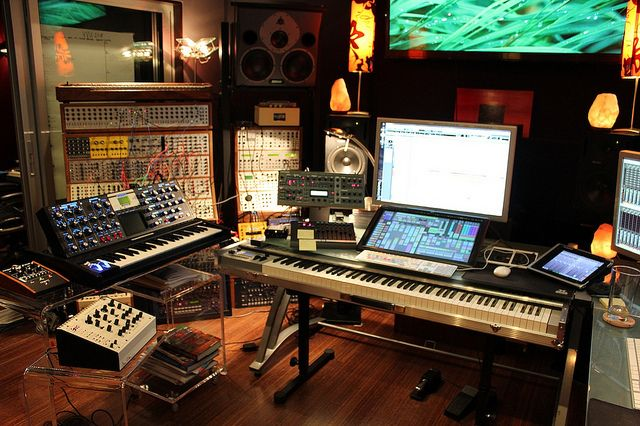 victimofthecity:  Junkie XL Studio Command Center by Keyboard Magazine on Flickr.