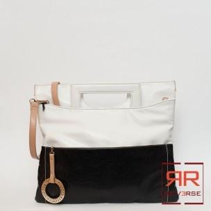 Manilla shopper Roccobarocco Collezione P/E 2013 - REVERSE corato - 89,00€  Manico e tracolla in ecopelle. Chiusura zip. Una tasca interna zip, 2 tasche interne aperte, una tasca interna zip.  Larghezza: 36 cm Altezza: 34 cm Profondità: 2 cm  Colori: nero