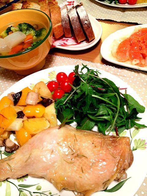 毎年ほぼ仕事なクリスマス(≧ヘ≦ ) でもチキンだけは食べたい‼  オーブンで焼くだけ〜の簡単ローストチキン(๑´ڡ`๑) - 21件のもぐもぐ - 毎年同じ(,,-_-) 鶏もも肉のローストチキン by KECO104
