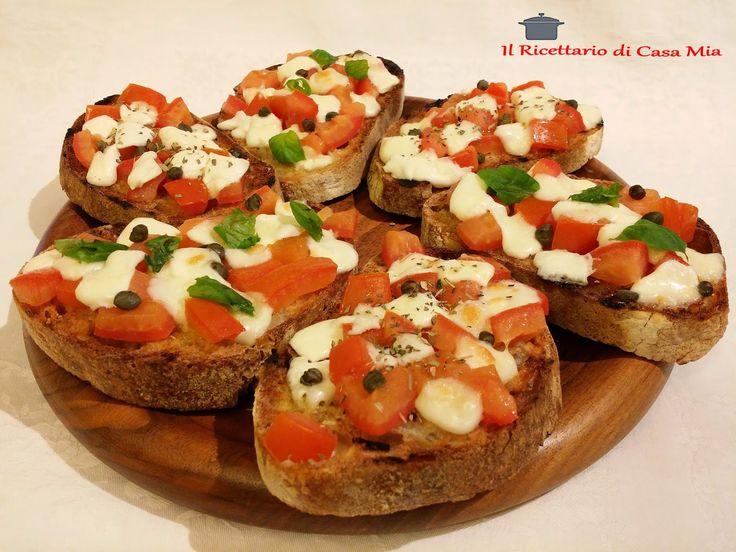 Bruschette Calde con Pomodori e Mozzarella
