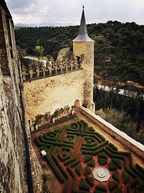 Garden views, Alcázar de Segovia   Spain (by redcipolla)