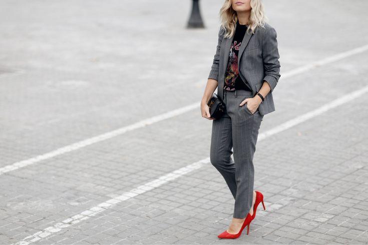 #suit #blazer #trousers #workwear #basics #wardrobestaples #styling #style #personalstyling #elishacasagrande