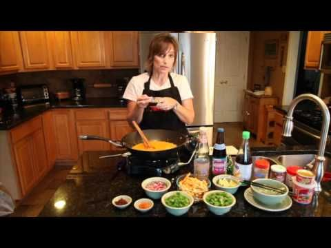 Chiang Mai Thai Curry with Noodles Cooking Video