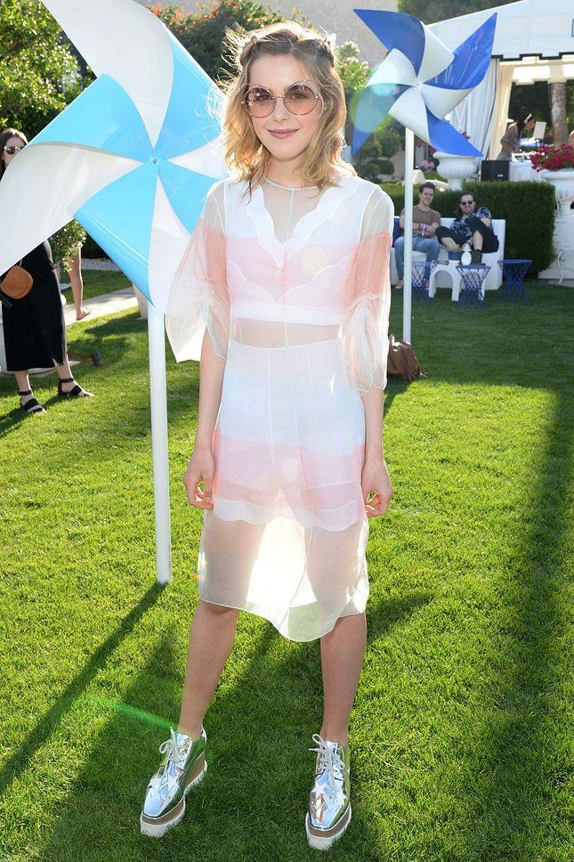 Кирнан Шипка в топе, шортах и с сумкой Dior и в туфлях Stella McCartney на фестивале Coachella 2016