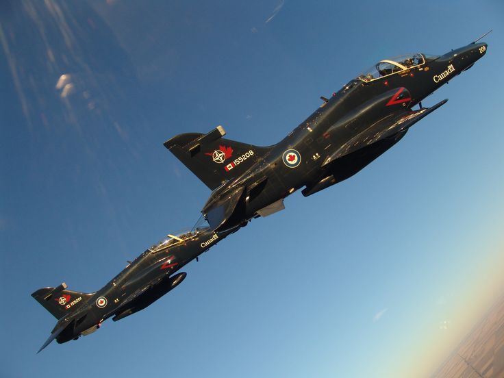 A formation flight of CT-155 Hawk aircraft over 15 Wing Moose Jaw. PHOTO: DND