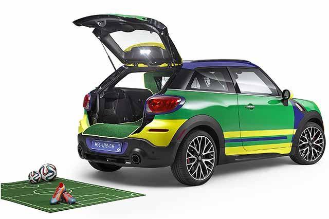 MINI Paceman GoalCooper, pronta per il Maracanà - Con i tappetini interni eseguiti come prato artificiale e ....  http://www.auto.it/2014/04/01/mini-paceman-goalcooper-pronta-per-il-maracana/20339/