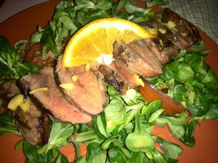 Recept na kachní prsíčka s omáčkou plnou vitamínů. Rychlá, zdravá a chutná lowcarb večeře.