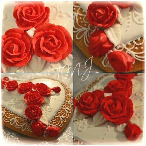 Royal icing red roses./Glazúr rózsák.