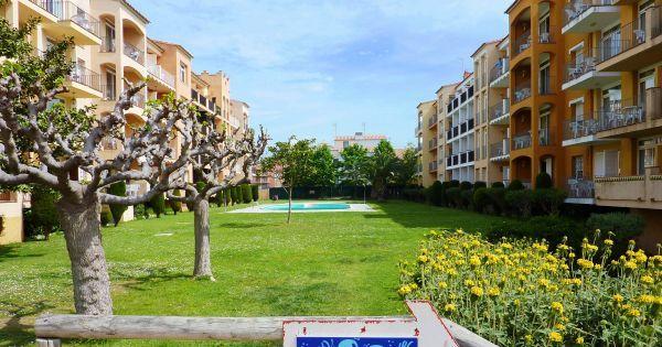 2A4  Dit appartement is geschikt voor 4 personen. Het appartement is voorzien van een woonkamer met slaapbank en keuken met koelkast en magnetron. In de slaapkamer bevinden zich 2 aparte bedden. Daarnaast beschikt het appartement over airconditioning en gratis WiFi.  EUR 441.00  Meer informatie  #vakantie http://vakantienaar.eu - http://facebook.com/vakantienaar.eu - https://start.me/p/VRobeo/vakantie-pagina