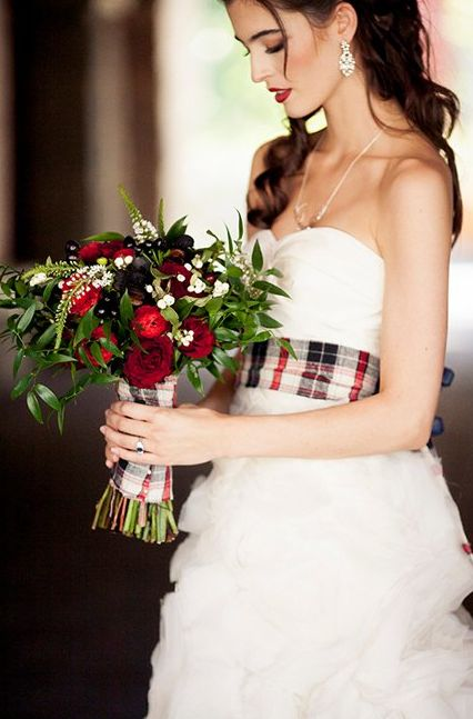 Pretty Plaid Holiday Inspired Wedding Ideas - www.theperfectpalette.com - Creative Styling Ideas