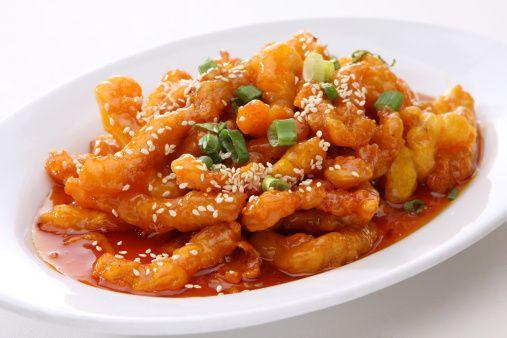 Di versioni del pollo all'arancia ne abbiamo già viste diverse, ma questa è la ricetta cinese, appartentente alla tradizione orientale, che credo valga la pena assaggiare almeno una volta. N...