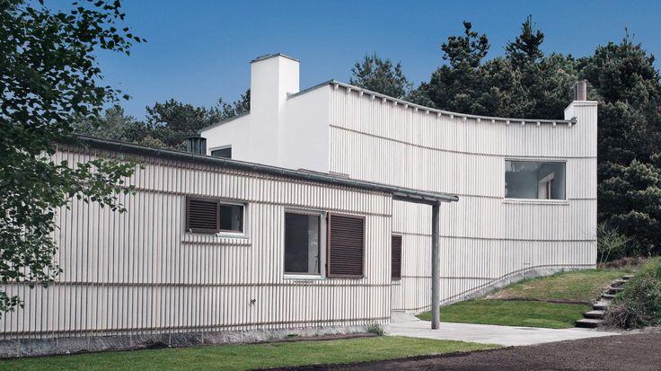 Arne Jacobsen : Summerhouse, Sejrø Bay Denmark (1937) | Photo : Kira Krøis Ursem