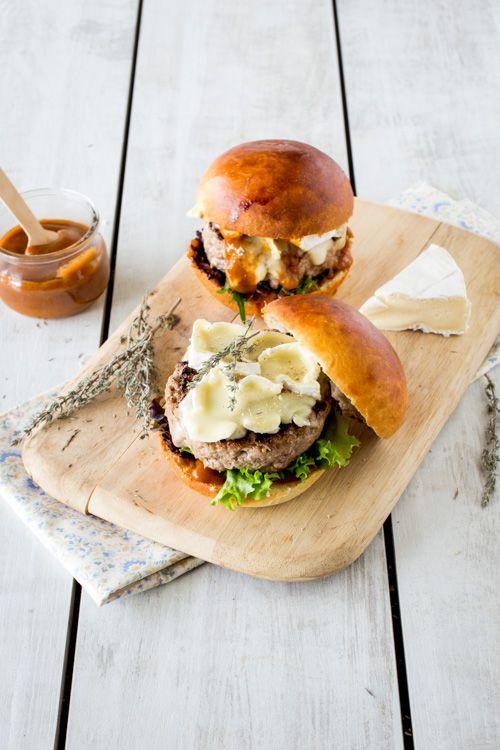 Ce #burger au camembert et sauce piment d'espelette & thym a juste l'air délicieux #chooseglass #cheese
