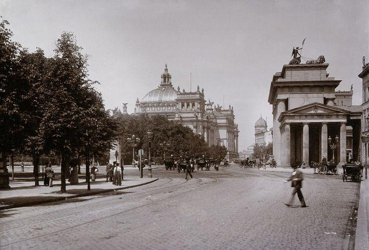 Ebertstraße mit Brandenburger Tor und Reichstag