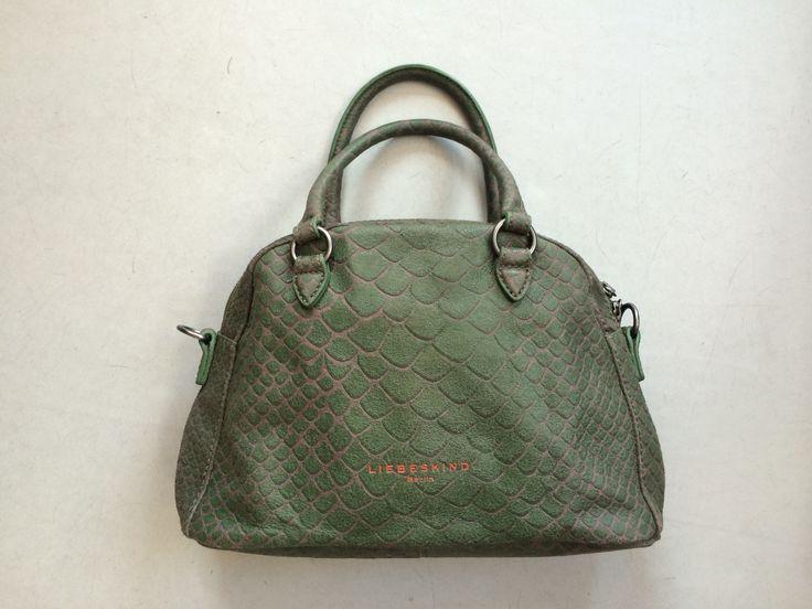 Liebeskind tas, groen met grijs leer, met schubbenmotief.  Zilveren voering. Met bijgevoegd lang hengsel. €200,- Collection AW14